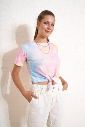 Eka Önü Bağlamlı Batik Desenli T-shirt 0
