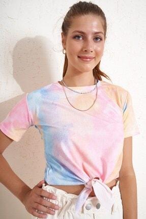 Eka Önü Bağlamlı Batik Desenli T-shirt 1