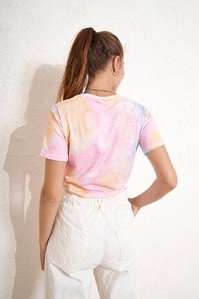 Eka Önü Bağlamlı Batik Desenli T-shirt 3