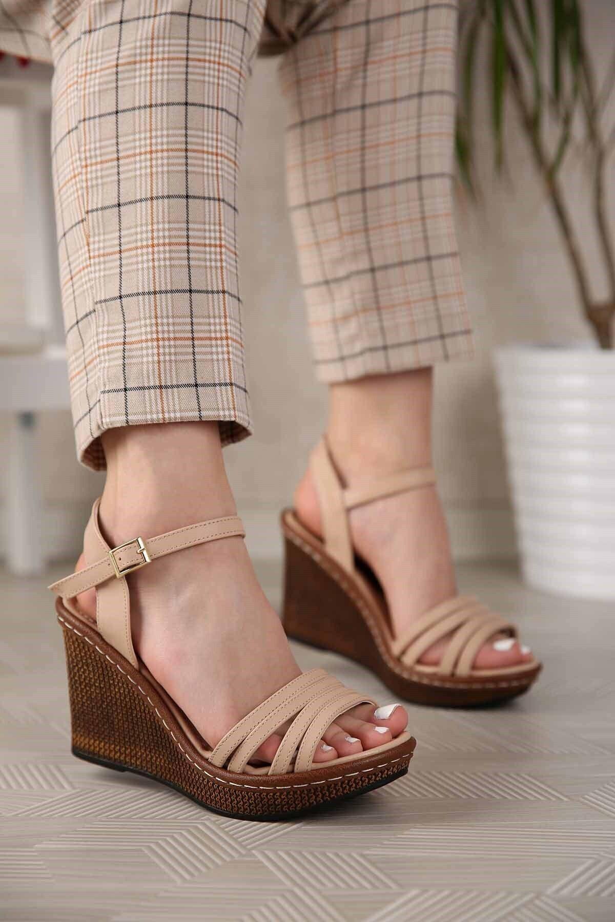 Kadın Nude Cilt 4 Bantlı Dolgu Topuklu Sandalet