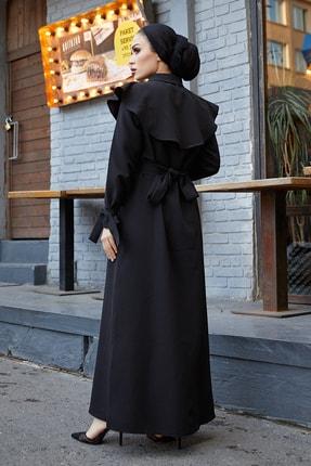 TUBA MUTİOĞLU Pelerinli Siyah Kemer Tokalı Bağlama Detaylı Ferace Elbise 3