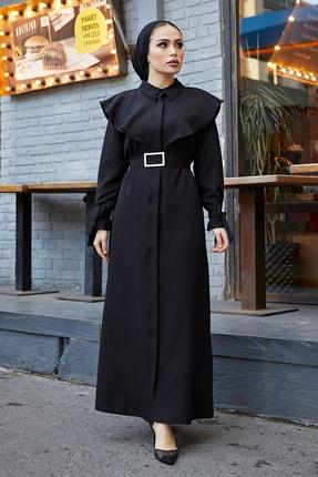 TUBA MUTİOĞLU Pelerinli Siyah Kemer Tokalı Bağlama Detaylı Ferace Elbise 2