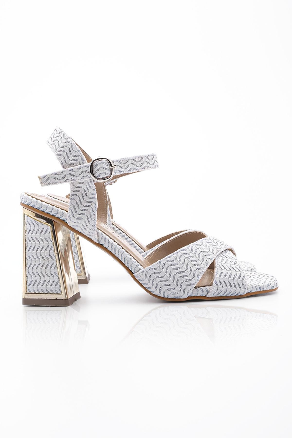 Kadın Beyaz Klasik Topuklu Ayakkabı Akuze