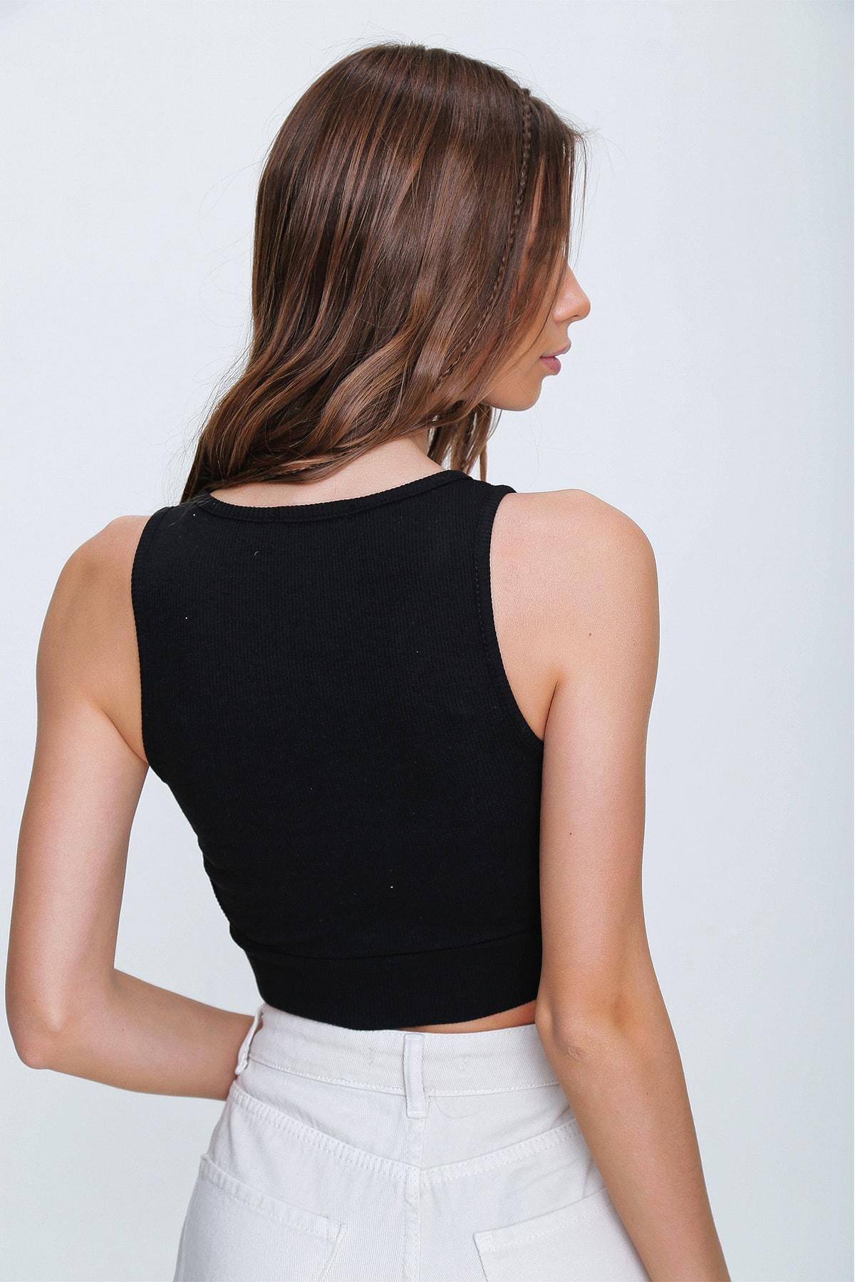 Trend Alaçatı Stili Kadın Siyah Dekolteli Crop Kaşkorse Bluz ALC-X6077