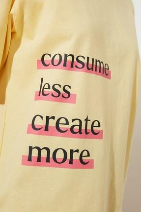 TRENDYOLMİLLA Sarı Baskılı Loose Kalıp %100 Organik Pamuk Örme T-Shirt TWOSS21TS2380 3