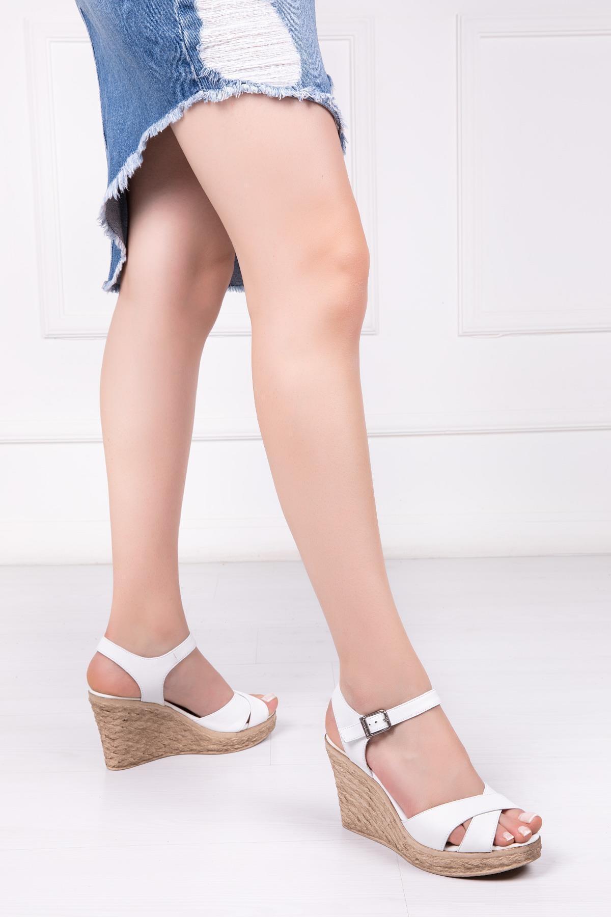 Hakiki Deri Beyaz Kadın Sandalet Dp-10162