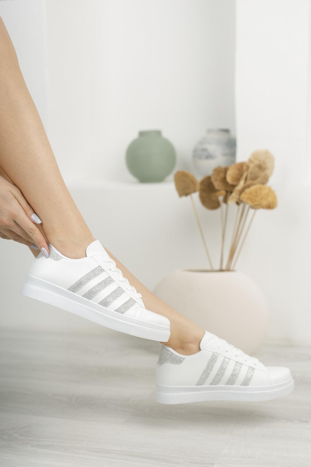 Çizgili Model Spor Ayakkabı