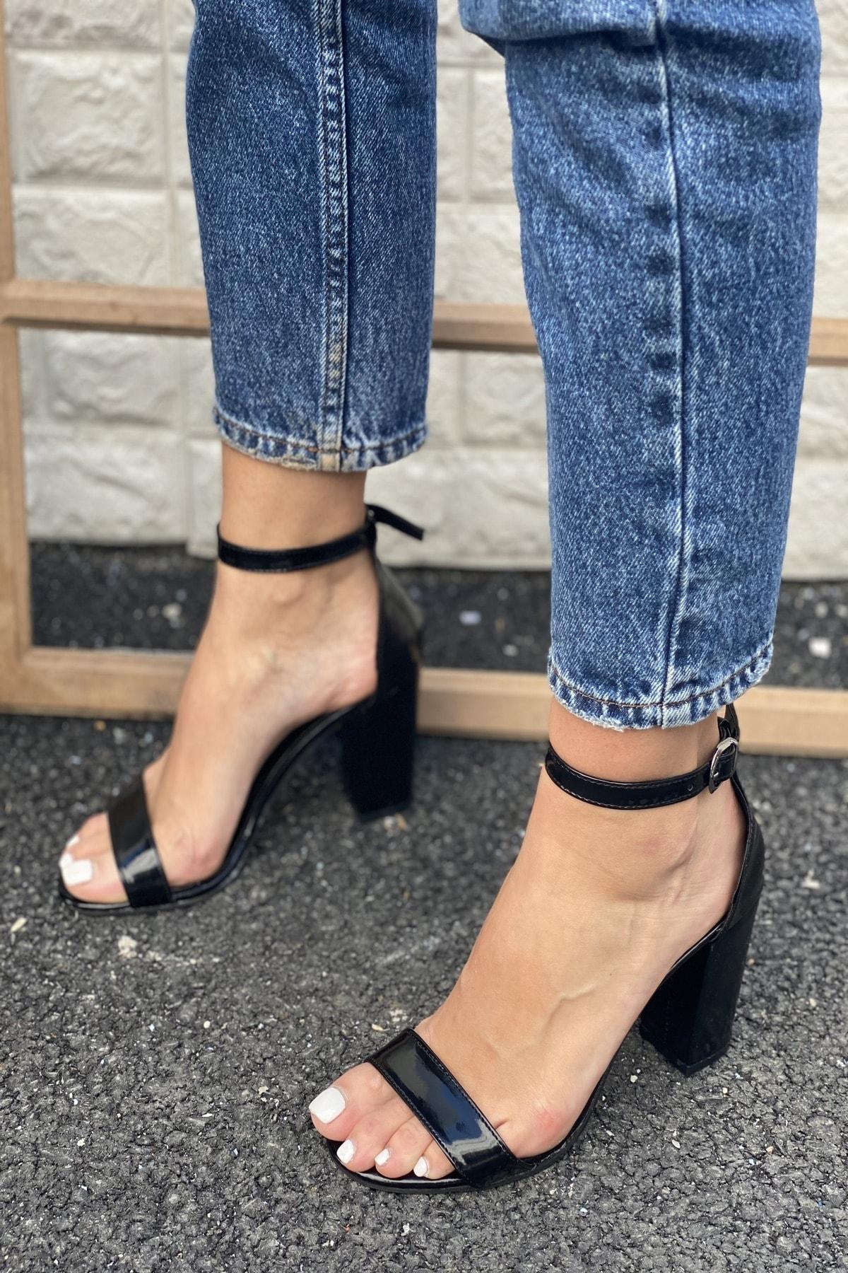 Tek Bant Bilekten Tokalı Topuklu Ayakkabı