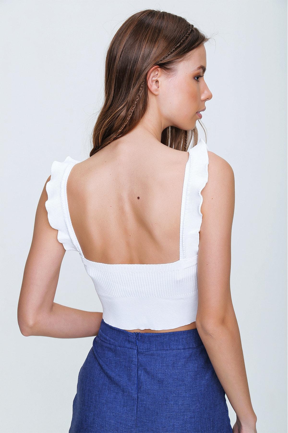 Trend Alaçatı Stili Kadın Beyaz Fırfırlı Crop Triko Bluz ALC-X6086