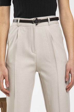 Nisan Triko Kadın Bej Kemerli Havuç Kesim Kumaş Pantolon 1