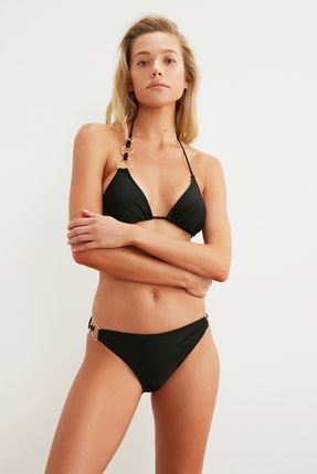 TRENDYOLMİLLA Siyah Aksesuarlı Bikini Altı TBESS21BA0270 1