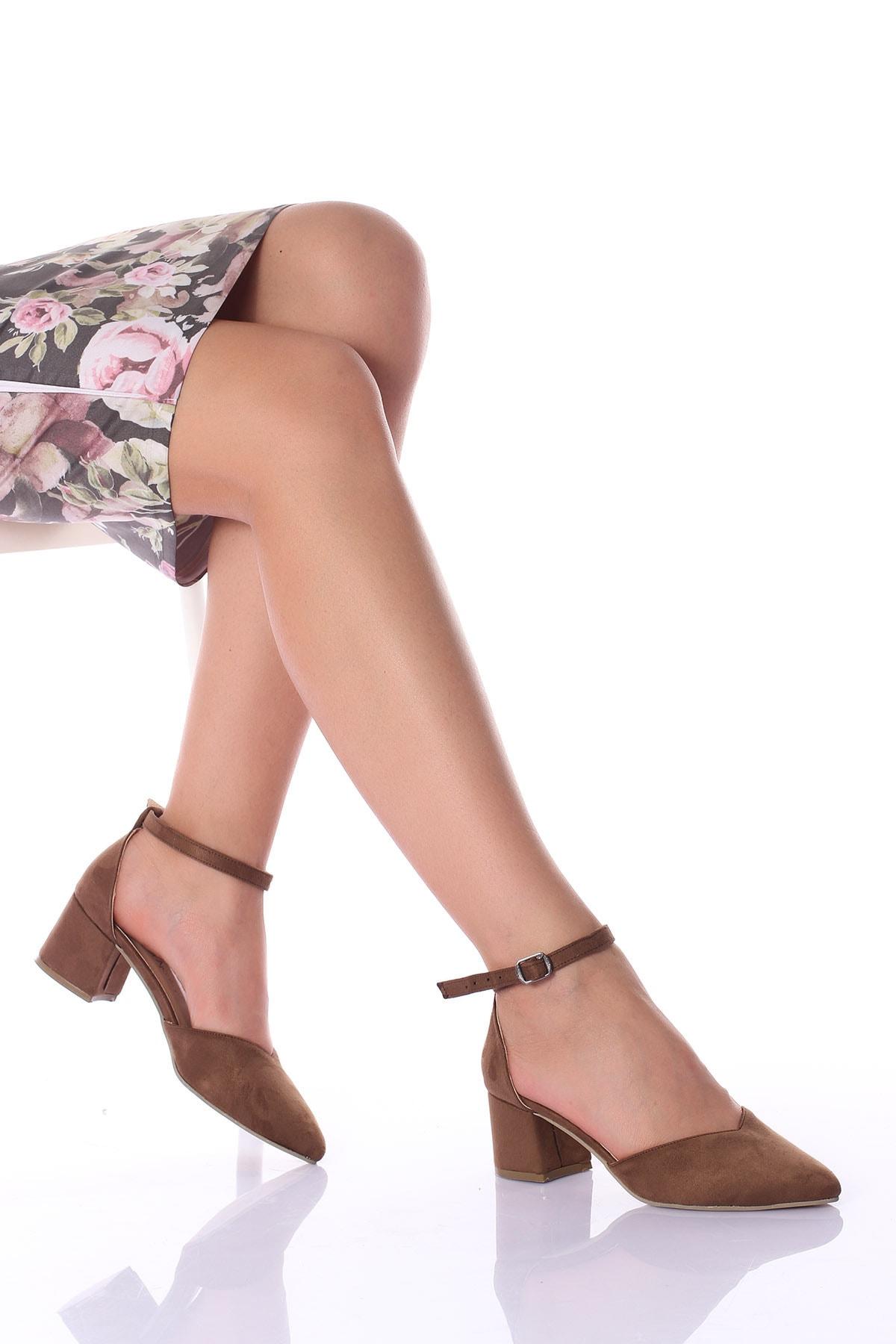 Kadın  Kahverengi Bilekten Bağıcıklı  Topuklu Ayakkabı