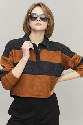 تصویر از Kadın Antrasit Polo Yaka Çizgili Kısa Sweatshirt DY3128