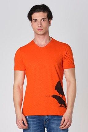 V Yaka Pis Kesim Karga Baskı T-shirt Oranj Dbk121274 resmi
