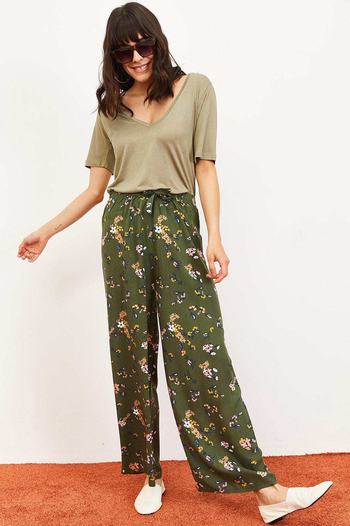 Kadın Çiçekler Desen Beli Kuşaklı Bol Paça Viskon Pantolon Yeşil 10061051
