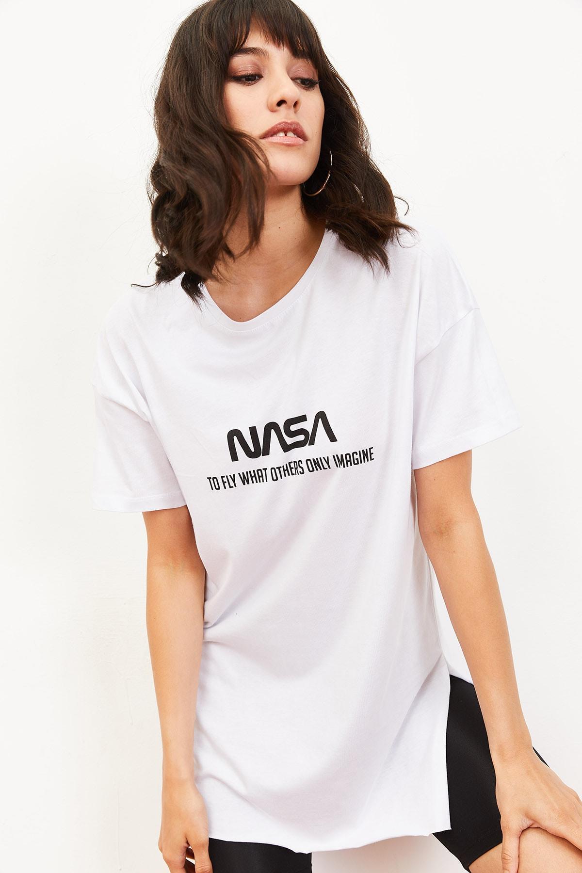 Bianco Lucci Kadın Nasa Baskılı Yan Yırtmaçlı Salaş T-Shirt Beyaz 10061024 1