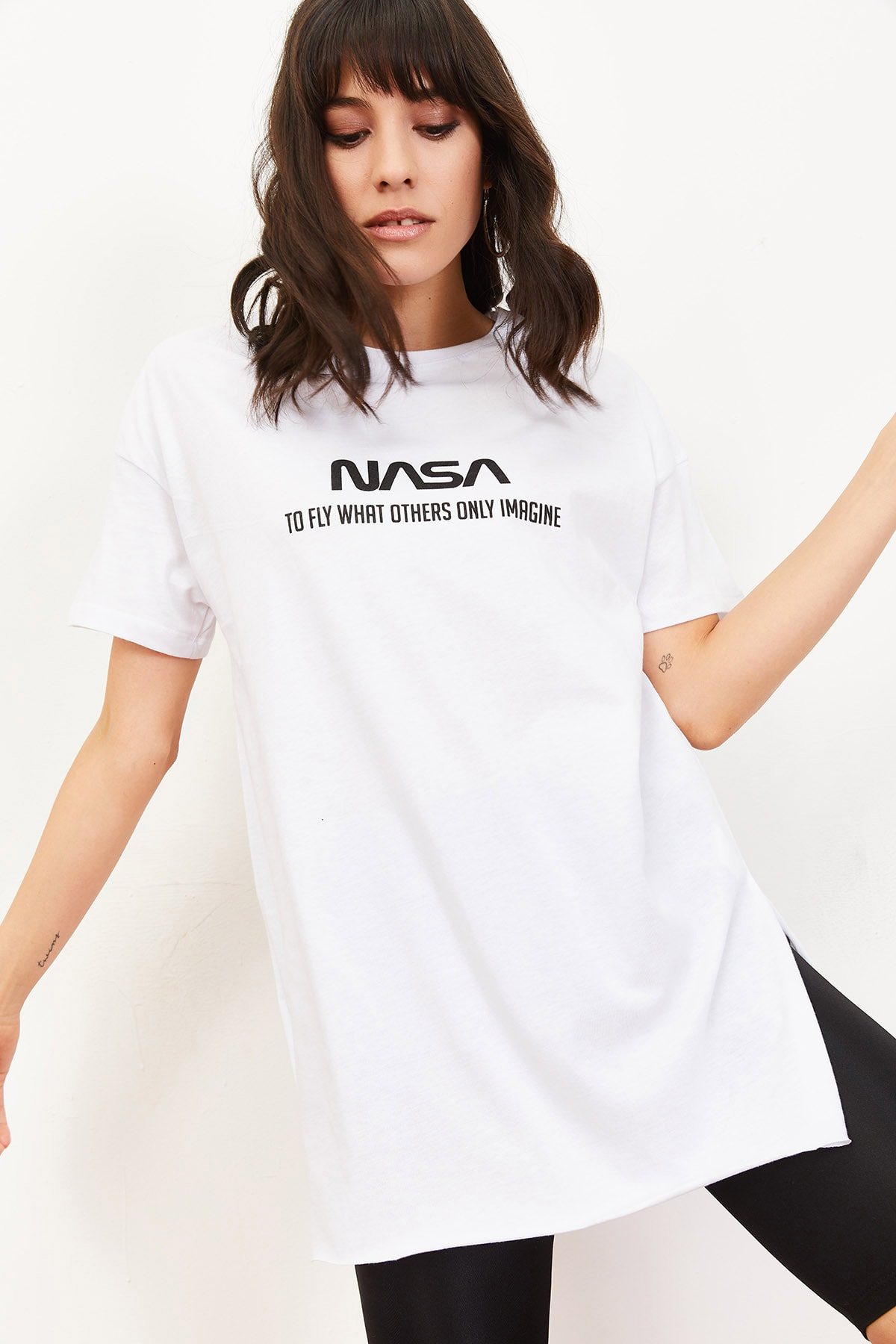 Bianco Lucci Kadın Nasa Baskılı Yan Yırtmaçlı Salaş T-Shirt Beyaz 10061024 2