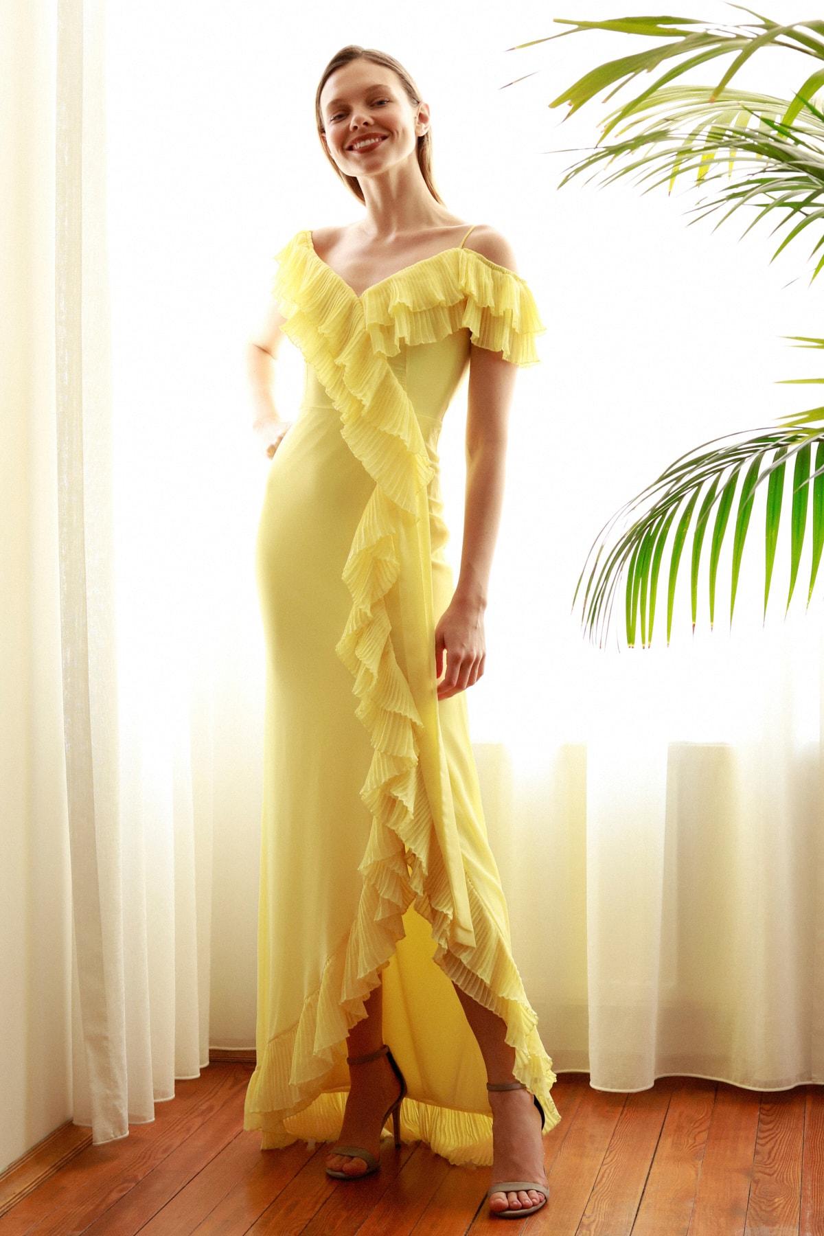 Sarı Pilise Volan Detaylı Abiye & Mezuniyet Elbisesi TPRSS20AE0264