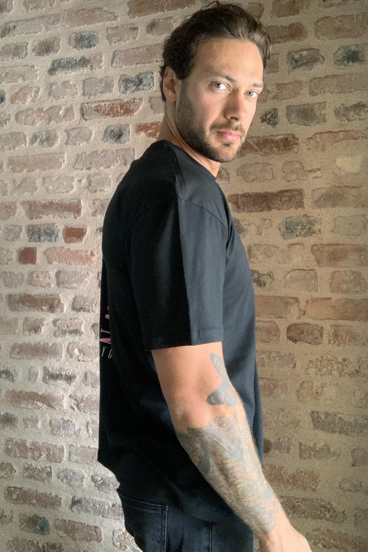 TRENDYOL MAN Siyah Erkek Geniş Kesim Fit Sırt Baskılı T-Shirt TMNSS20TS0277 4