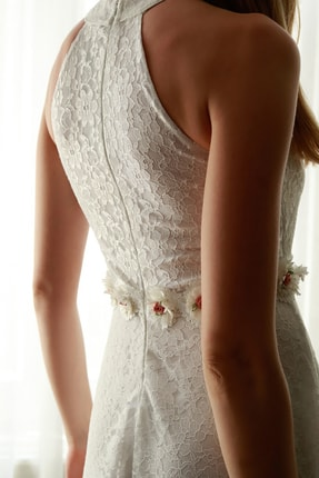 TRENDYOLMİLLA Ekru Aksesuar  Detaylı Abiye & Mezuniyet Elbisesi TPRSS20AE0392 4