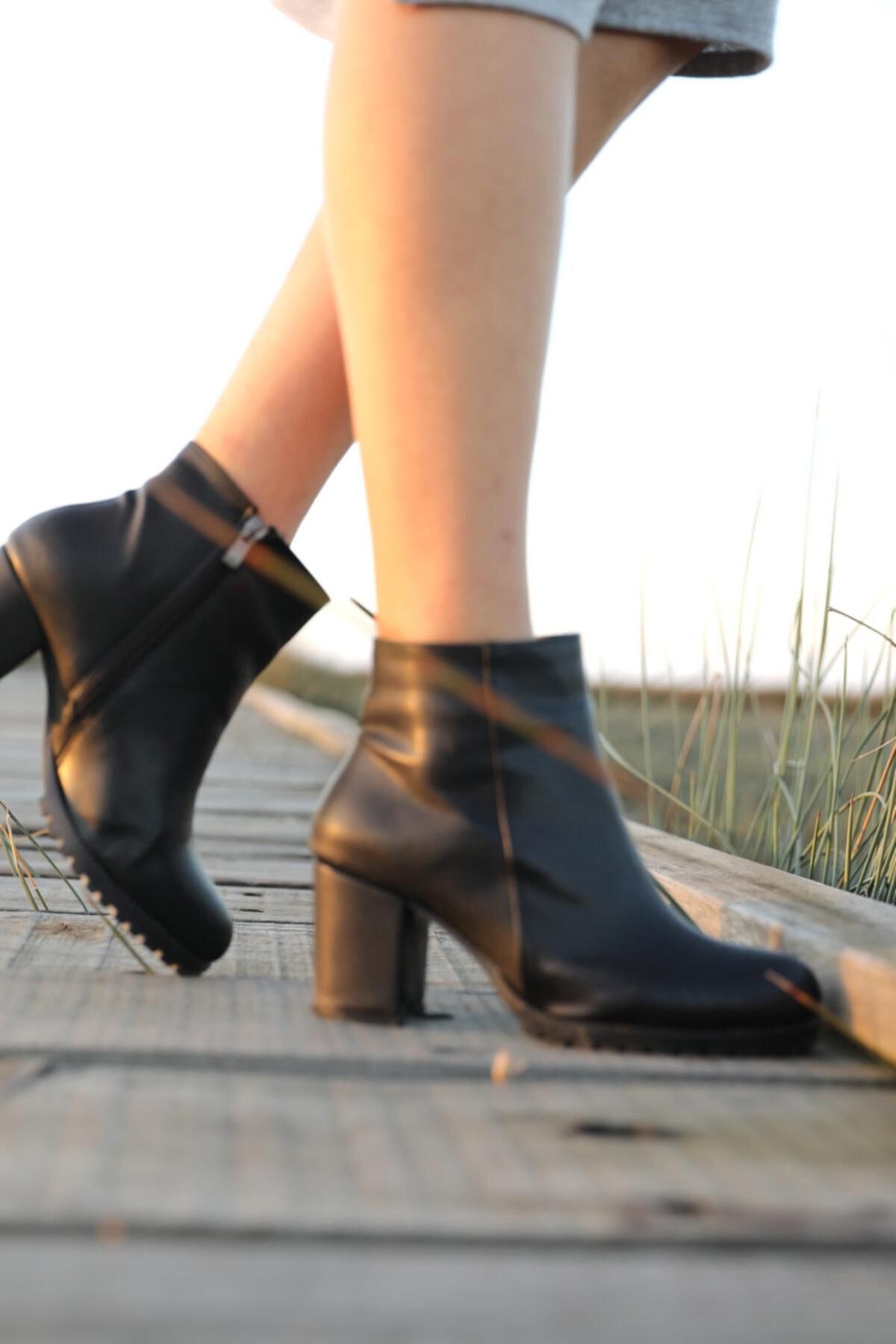 BlueUmman Kadın Siyah Topuklu Bot Sl-40