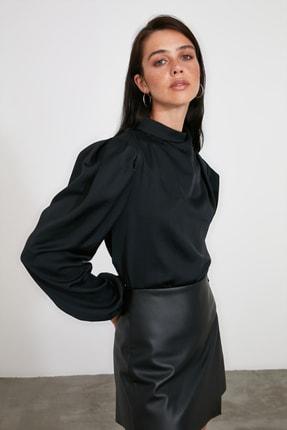 TRENDYOLMİLLA Siyah Yaka Detaylı Bluz TWOAW21BZ1308 1