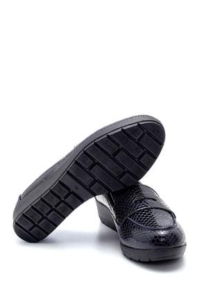 Derimod Kadın Lacivert Yılan Derisi Desenli Ayakkabı 2