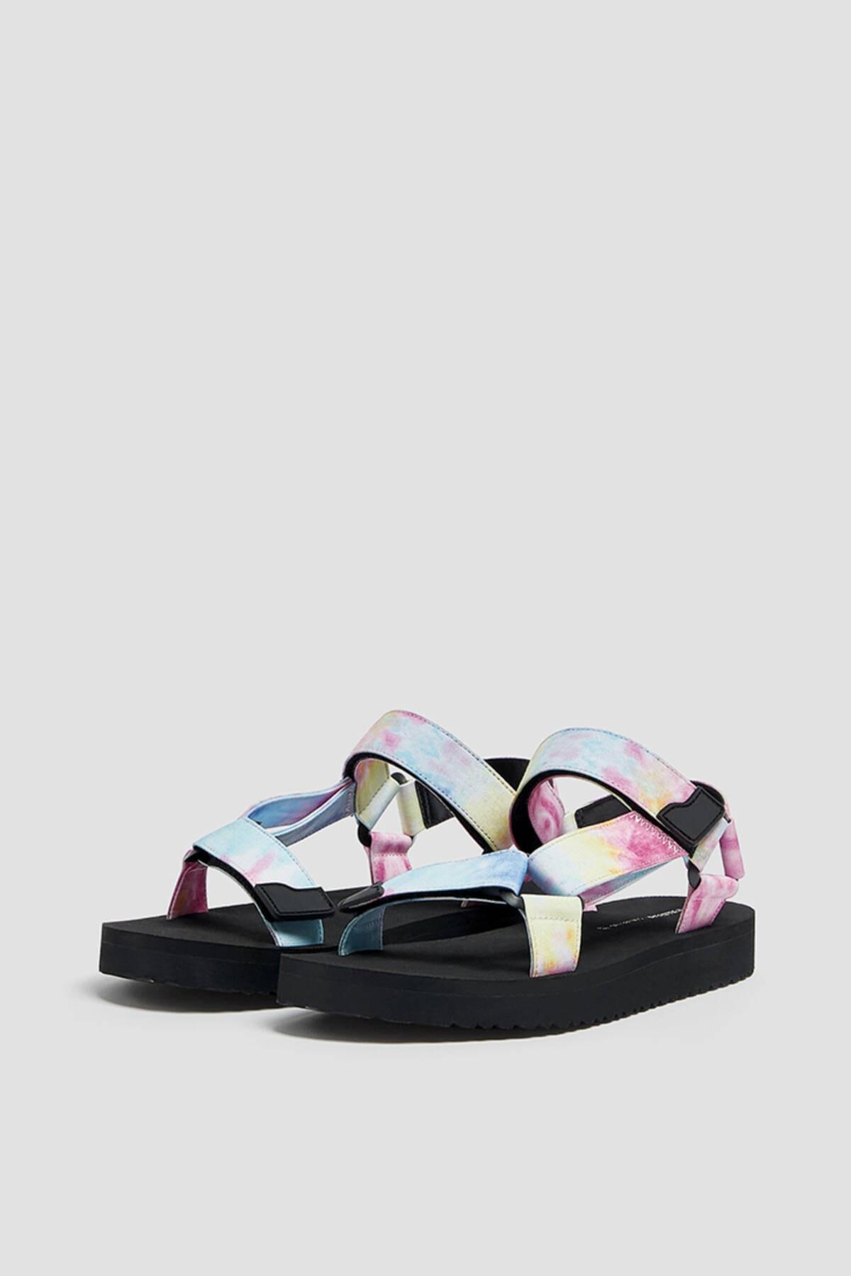 Pull & Bear Kadın Renkli Düz Bantlı Ve Tokalı Batik Desenli Sandalet 11704740 0