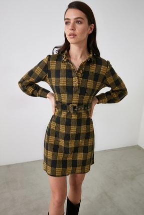 TRENDYOLMİLLA Sarı Ekoseli Kemer Detaylı Düğmeli Örme Elbise TWOAW21EL2328 3