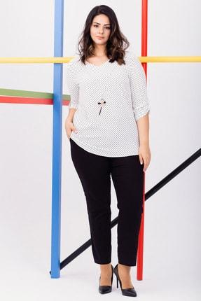 Kadın Beyaz Büyük Beden Puantiyeli Kolyeli Bluz resmi
