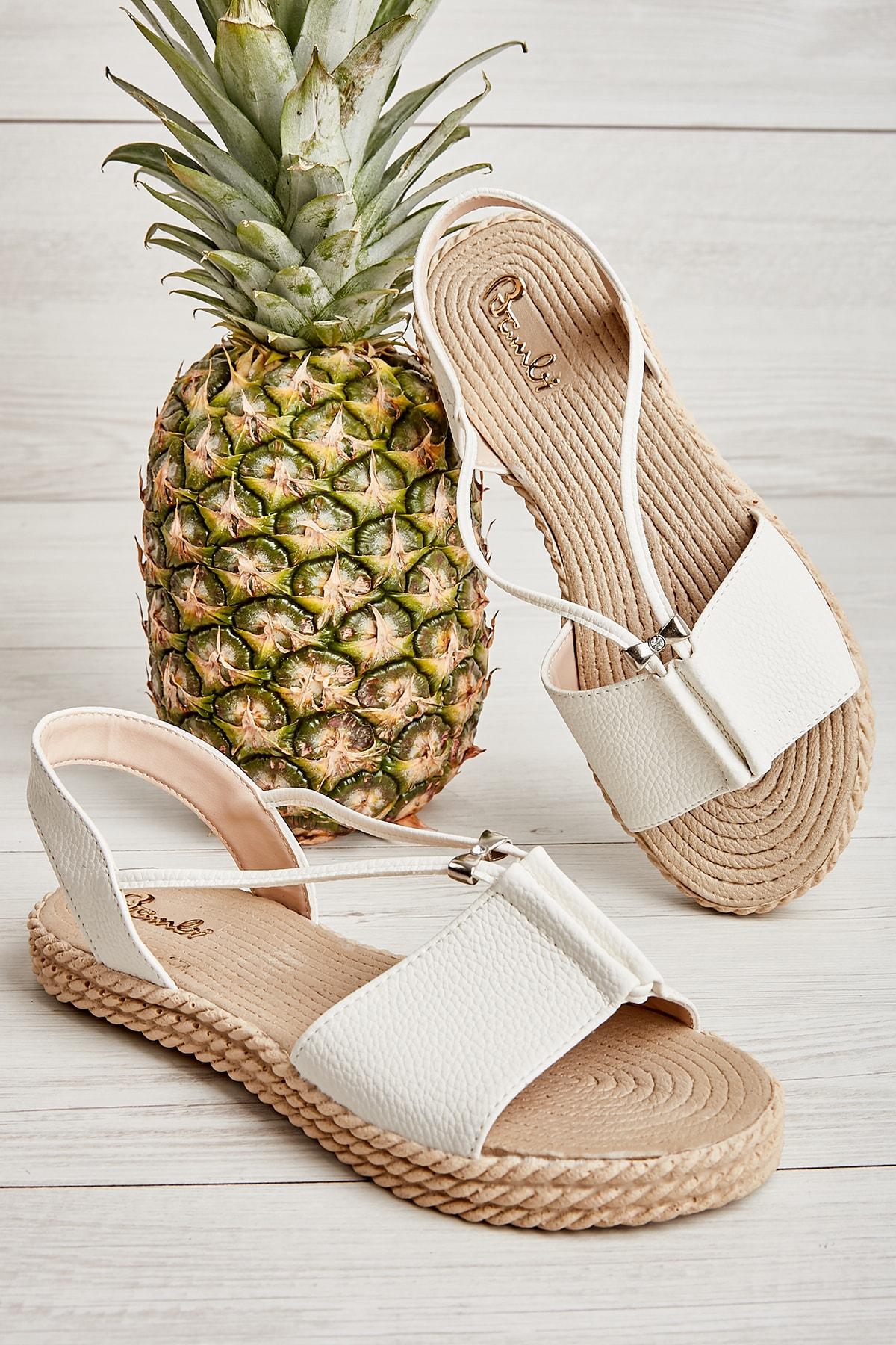 Bambi Beyaz Kadın Sandalet L0512710109