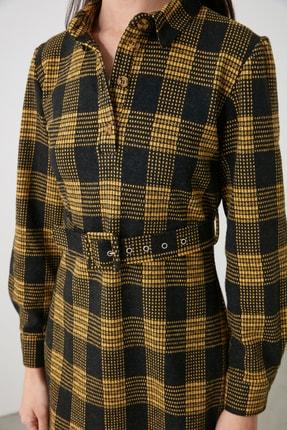 TRENDYOLMİLLA Sarı Ekoseli Kemer Detaylı Düğmeli Örme Elbise TWOAW21EL2328 4