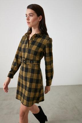 TRENDYOLMİLLA Sarı Ekoseli Kemer Detaylı Düğmeli Örme Elbise TWOAW21EL2328 1