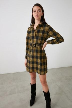 TRENDYOLMİLLA Sarı Ekoseli Kemer Detaylı Düğmeli Örme Elbise TWOAW21EL2328 2