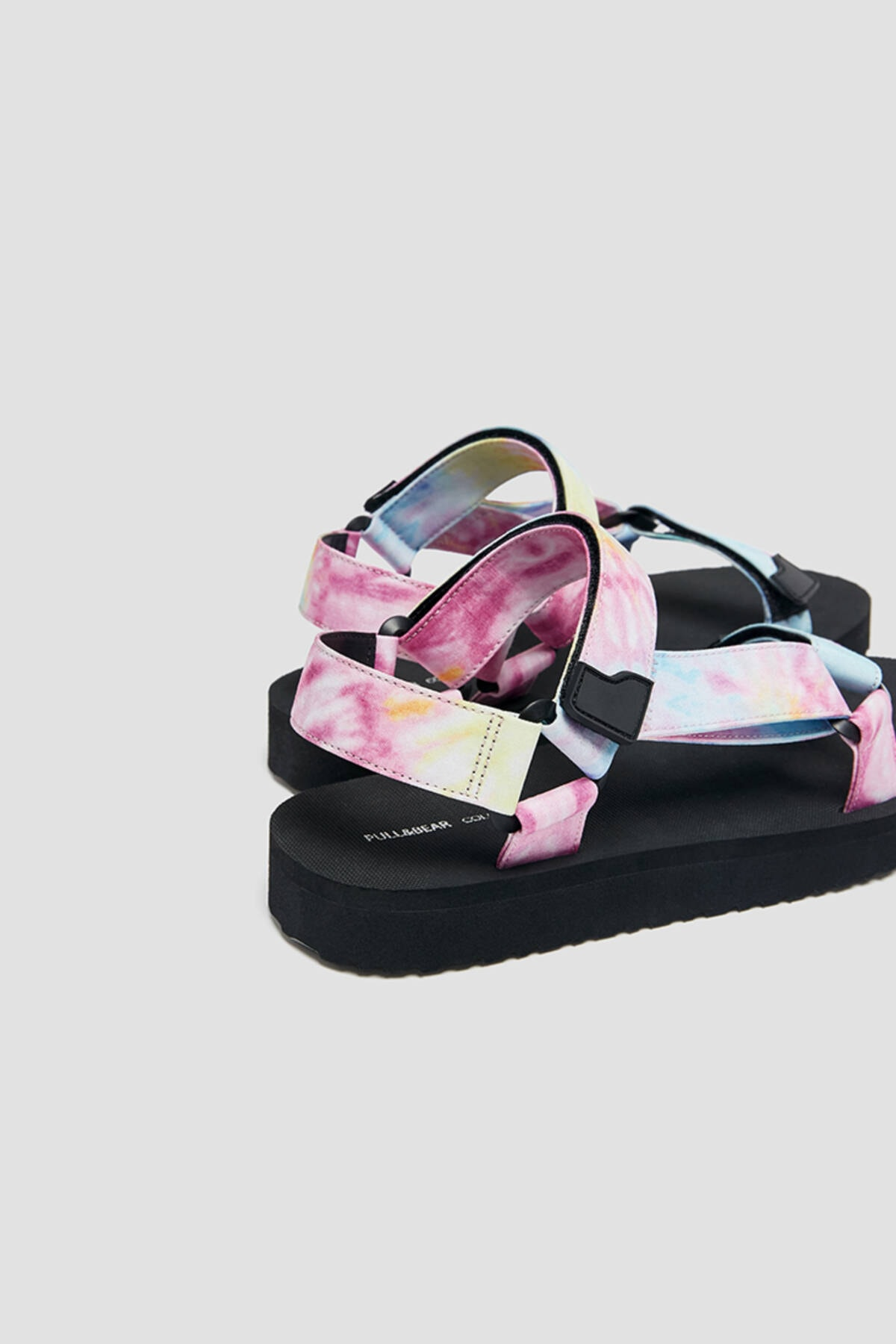 Pull & Bear Kadın Renkli Düz Bantlı Ve Tokalı Batik Desenli Sandalet 11704740 3