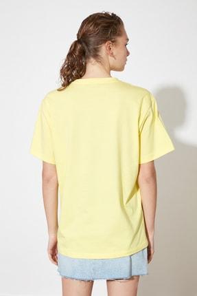 TRENDYOLMİLLA Sarı Baskılı Boyfriend Örme T-Shirt TWOSS21TS1851 4
