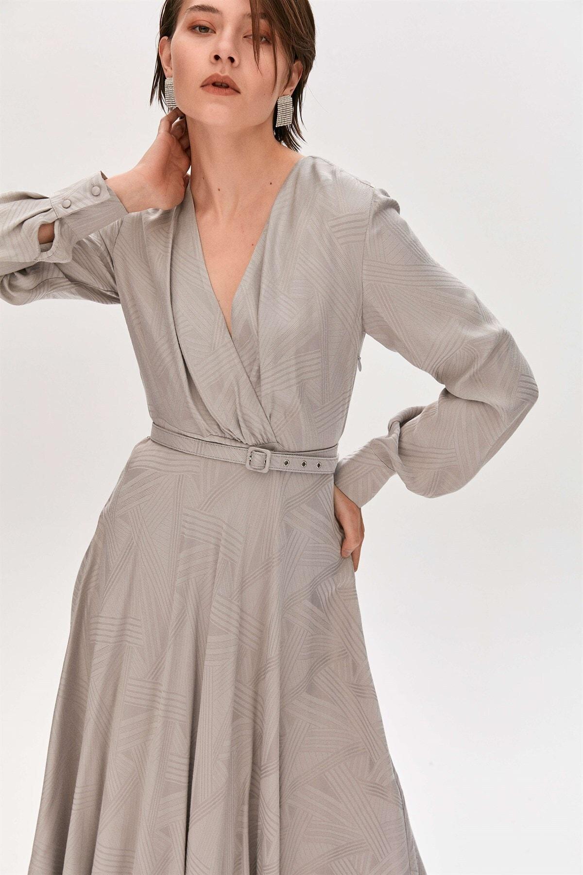Gri Büzgülü Kollu Kruvaze Elbise