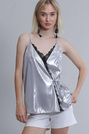Chiccy Kruvaze Dantel Detaylı Saten Bluz 1