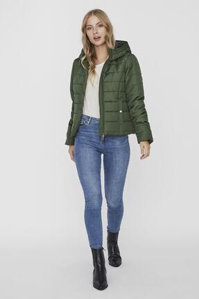 Vero Moda Kadın Yeşil Kapüşonlu Hafif Şişme Mont 1