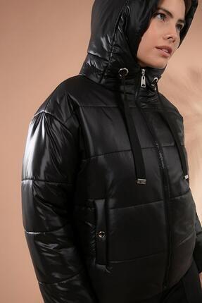Y-London Kadın Siyah Kapşonlu Fermuarlı Şişme Mont Y20W110-7115 2