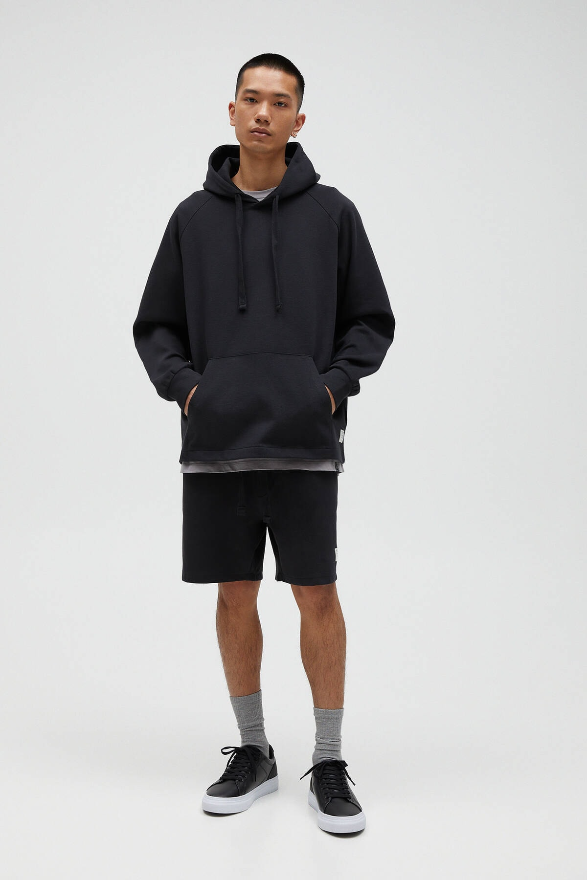 Pull & Bear Erkek Siyah Basic Comfort Fit Kapüşonlu Sweatshirt - En Az %75 Organik Pamuklu 04592900 2