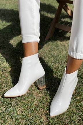 İnan Ayakkabı Bayan Sivri Burun Ortadan Dikiş Ve Şeffaf Topuk Detaylı Bot 0