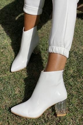İnan Ayakkabı Bayan Sivri Burun Ortadan Dikiş Ve Şeffaf Topuk Detaylı Bot 1