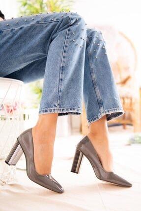 Jilberto Lainey Gri Parlak Rugan Topuk Detaylı Ayakkabı 4