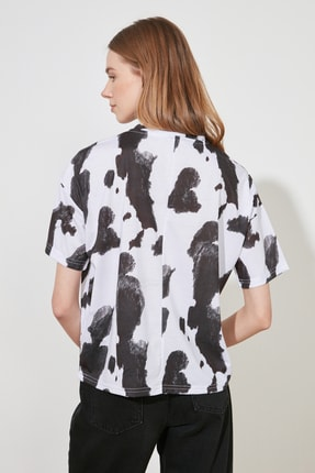 TRENDYOLMİLLA Beyaz Baskı Detaylı Örme T-Shirt TWOSS20TS0787 4
