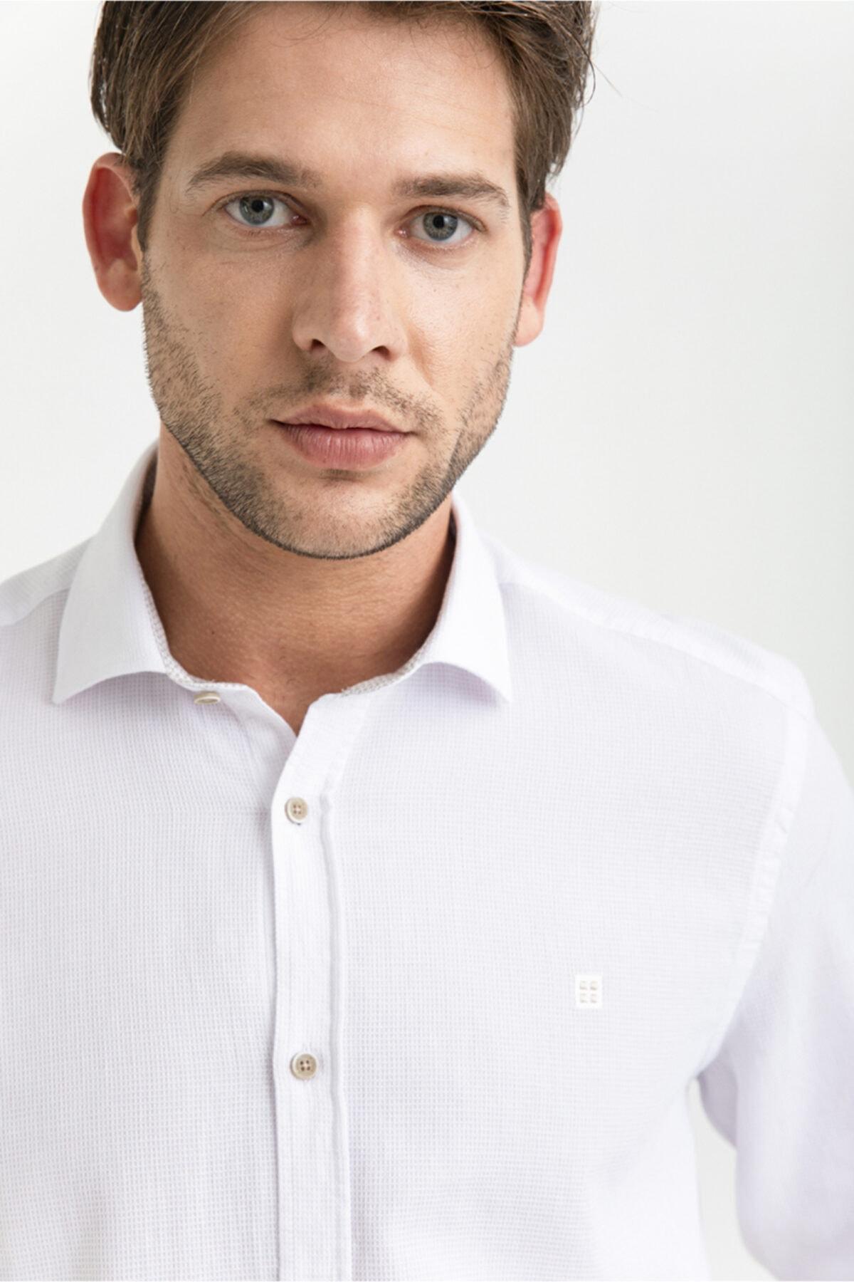 Erkek Beyaz Armürlü Alttan Britli Yaka Slim Fit Gömlek A01y2045