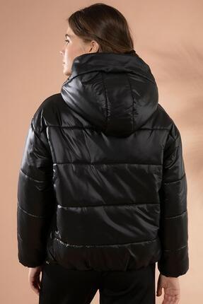 Y-London Kadın Siyah Kapşonlu Fermuarlı Şişme Mont Y20W110-7115 4