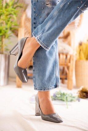Jilberto Lainey Gri Parlak Rugan Topuk Detaylı Ayakkabı 2