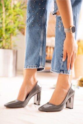 Jilberto Lainey Gri Parlak Rugan Topuk Detaylı Ayakkabı 3