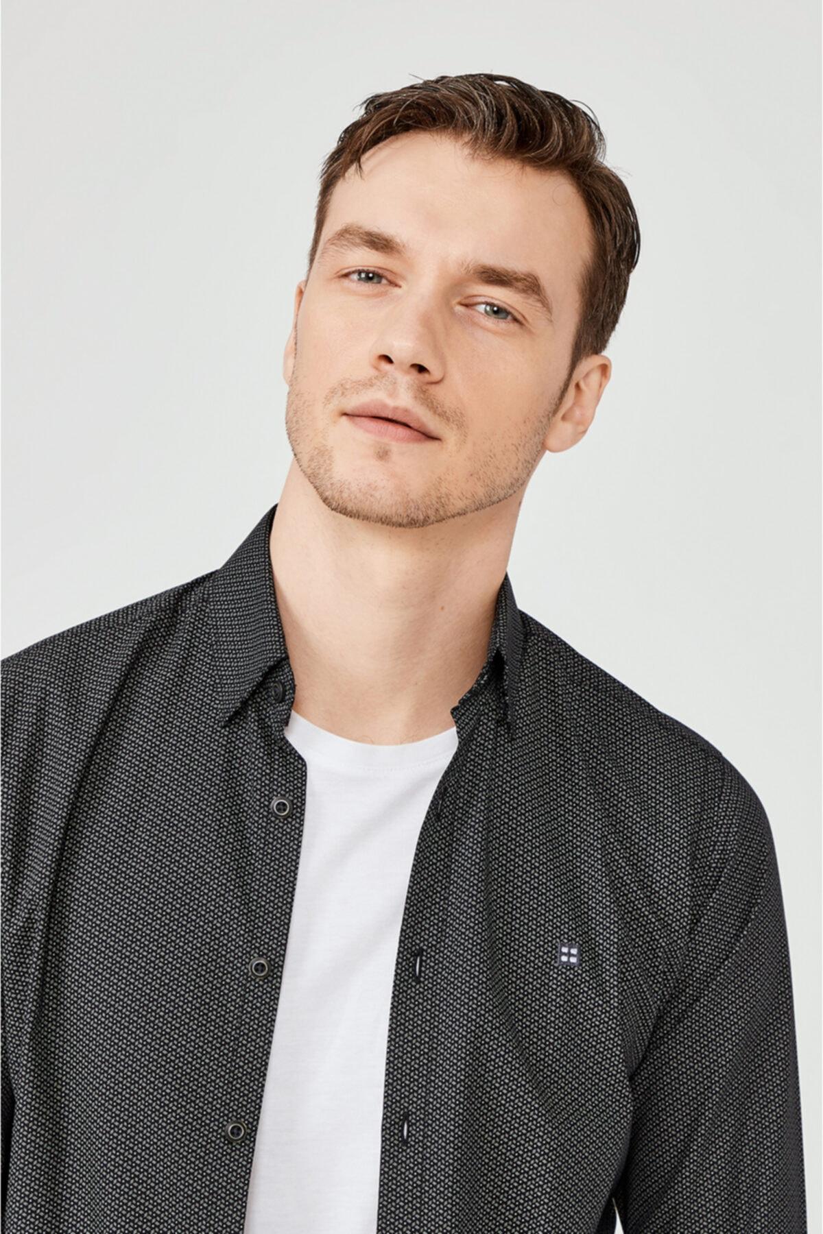 Erkek Siyah Baskılı Alttan Britli Yaka Slim Fit Gömlek A02y2240